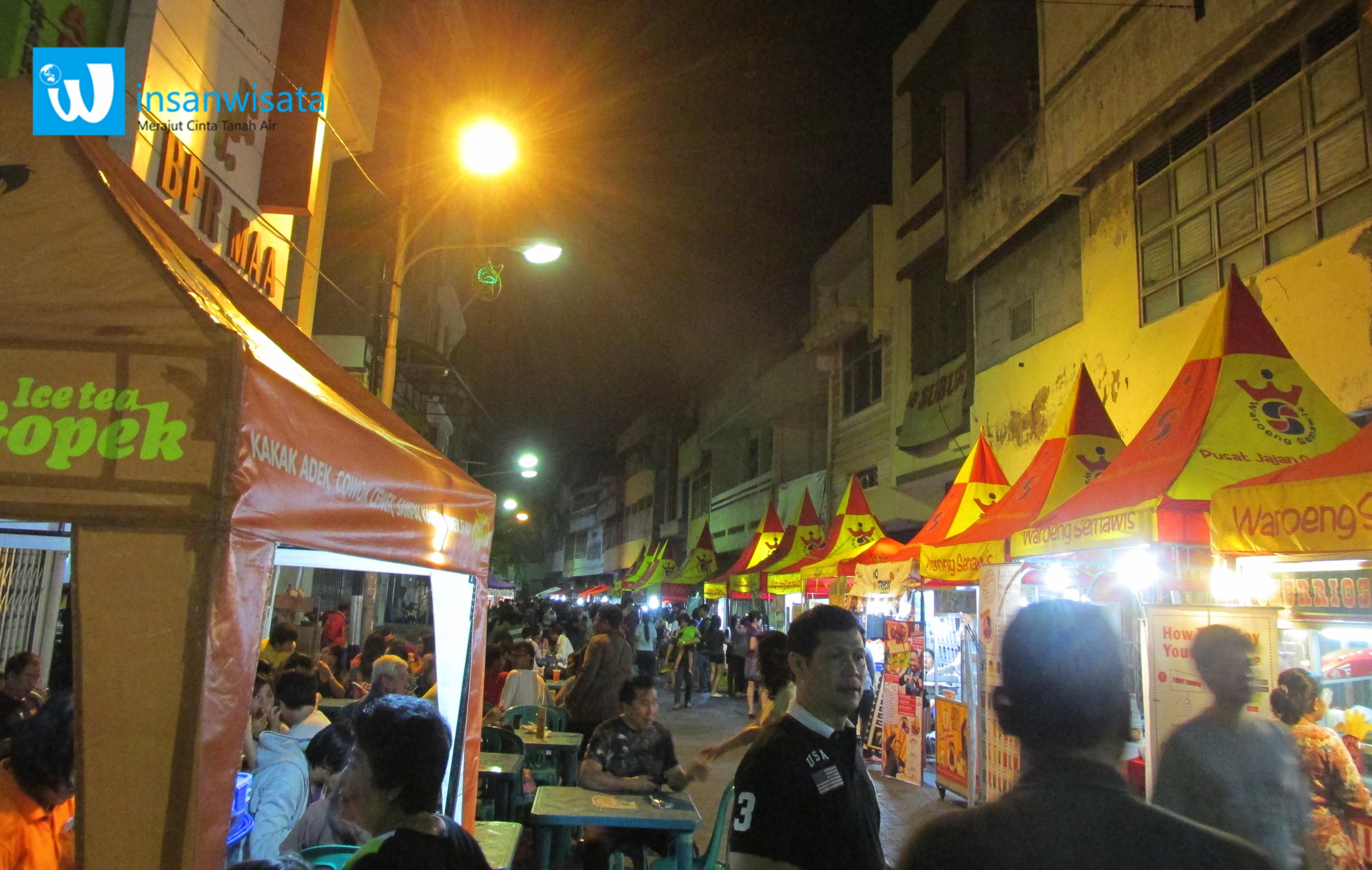 Hiruk-pikuk Malam Minggu di Waroeng Semawis