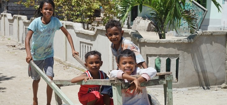 Menyambangi Bukti Adat dan Sejarah di Pulau Ujir