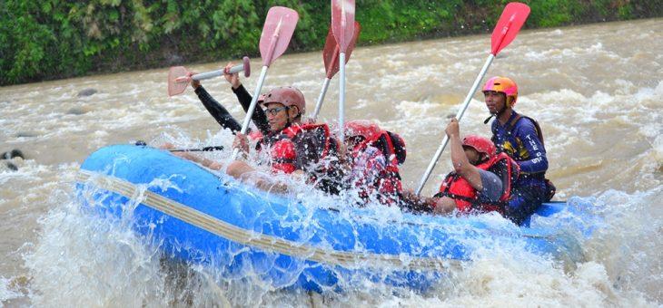 Memacu Adrenalin di Jeram Tsunami Sungai Serayu