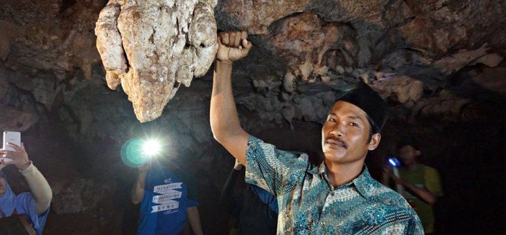 Telusur Perut Bumi Giliyang di Goa Mahakarya