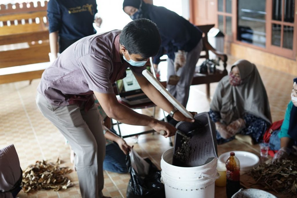 Pendampingan dan Pemberdayaan Masyarakat di Bidang Pengelolaan Sampah Rumah Tangga